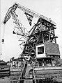 Újpesti-öböl, a Magyar Hajó- és Darugyárban készült önjáró úszó forgódaru. Fortepan 26421.jpg