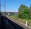 Železniční křižovatka Sluncová, most ulice Pod plynojemem a tramvajový most.jpg
