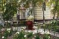 Бюст герою России Кочешкову Е.Н. возле казармы №2.jpg