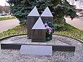 Коростень, Пам'ятний знак до 10-ти річчя Чорнобильської трагедії, вул. Грушевського 24.jpg