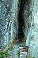 СП 166 Улаз у Хаџи Проданову пећину.jpg