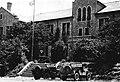 중앙대학교 1953년(추정), 성조기가 걸려있는 영신관.jpg