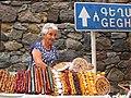 01 Parada de fruita seca al camí del monestir de Geghard.jpg