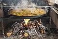 03 paella hirviendo con romero.jpg