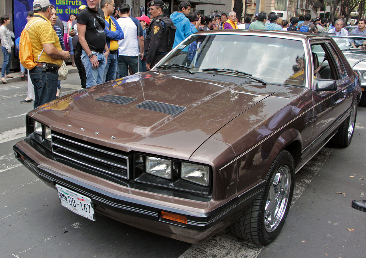 File:1982 or 83 Ford Mustang (México), at the Desfile de ...