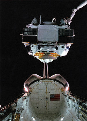 1991 in spaceflight - The crew of STS-37 deploys the Compton Gamma Ray Observatory.