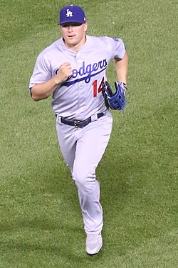 20170718 Dodgers-WhiteSox Kike Hernandez running in from the outfield.jpg