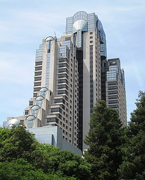 San Francisco Marriott Marquis - Image: 2017 San Francisco Marriott Marquis Hotel from Yerba Buena Gardens