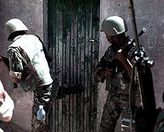 2 BDF soldiers on raid in Bakaara Market 1993-01-30
