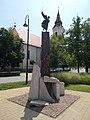 56-os emlékmű és a református templom, 2019 Kunszentmiklós.jpg