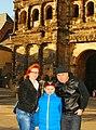 A Családommal, trierben a Porta Nigra előtt 2015.jpg