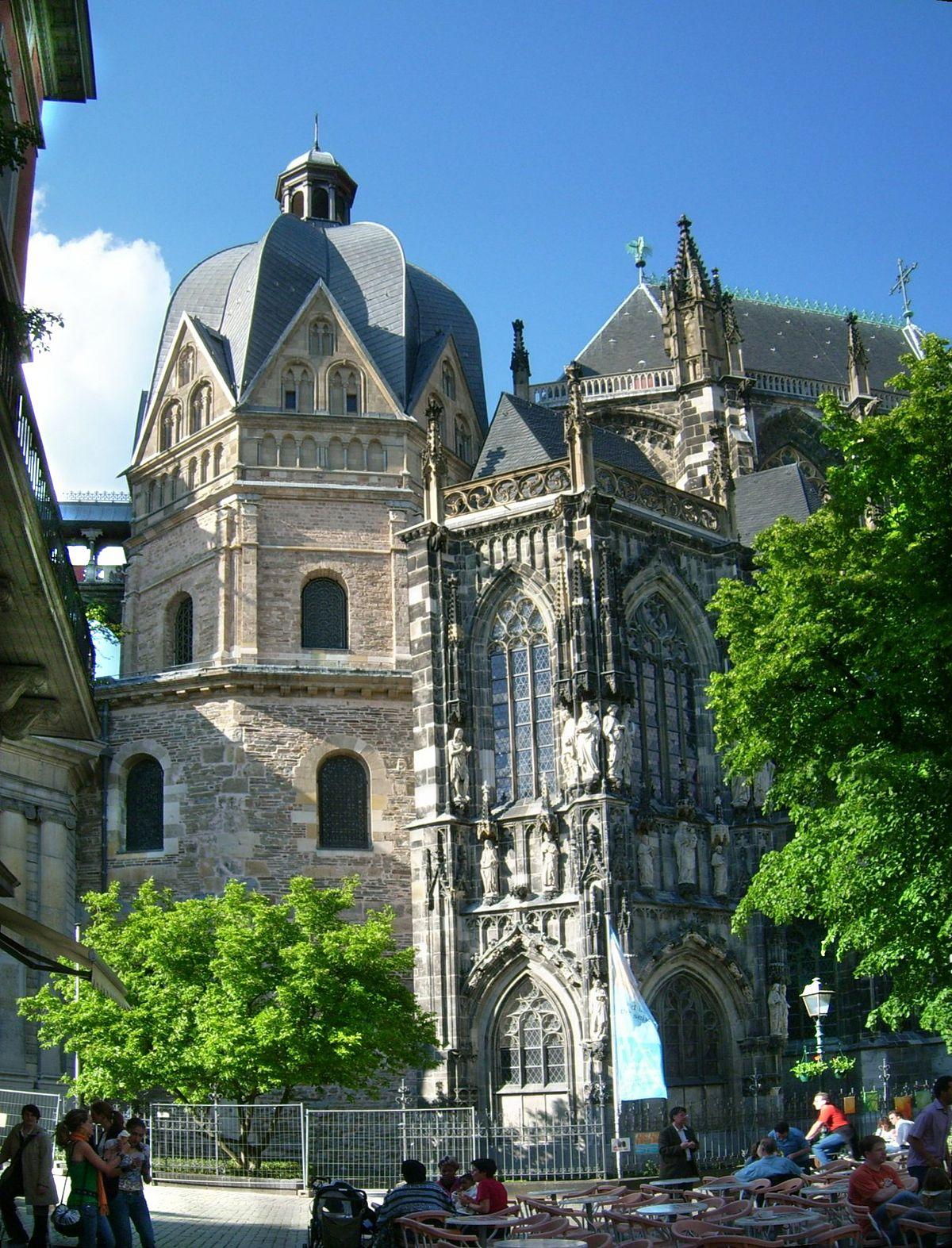 Chapelle palatine d 39 aix la chapelle wikip dia for Exterieur chapelle sixtine
