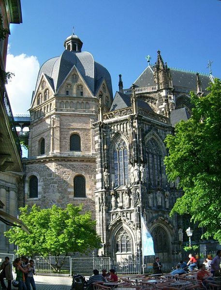http://upload.wikimedia.org/wikipedia/commons/thumb/e/e2/Aachener_Dom_Oktogon.jpg/457px-Aachener_Dom_Oktogon.jpg