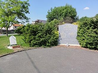 Aire, Ardennes - Image: Aire (Ardennes) Monument aux morts