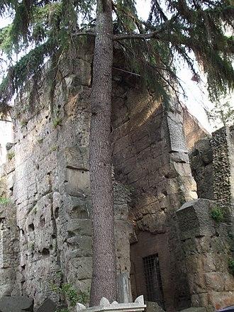 Castra Albana - The central arch of the porta Praetoria of the castra