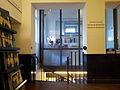 Amsterdam, Stadsschouwburg, entreehal, kassa en trap naar garderobe.jpg