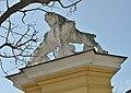 Animal sculpture on Tiergarten wall, Schönbrunn 06.jpg