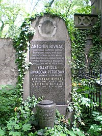 Antonín Řivnáč-grave.JPG