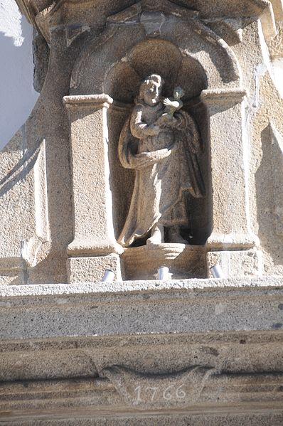 File:Asilo de Sao Jose - Estatua.JPG
