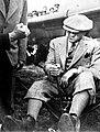Atatürk Türkkuşu'nun açılışında US-4 planörü hakkında bilgi alıyor.jpg