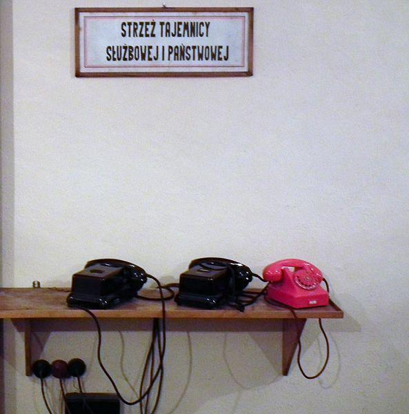 external image 593px-Atomic_shelter_in_Poznan_Smochowice_%28Dni_Twierdzy_Poznan%2C_2016r_%284%29.jpg?uselang=eu
