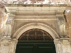 Auberge de France, Birgu - Door cornice and wrought iron