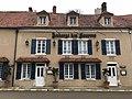 Auberge des Sources à Druyes-les-Belles-Fontaines (Yonne, France).JPG