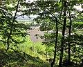 Ausblicke vom Pfarrberg - Blick auf das Dach der Dreifaltigkeitskirche an der Neueroder Str. und der Wilhelm-Gisbertz-Str. - Meinhard-Grebendorf - panoramio.jpg