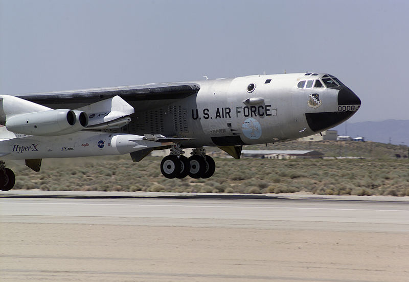 File:B-52B with X-43A.jpg