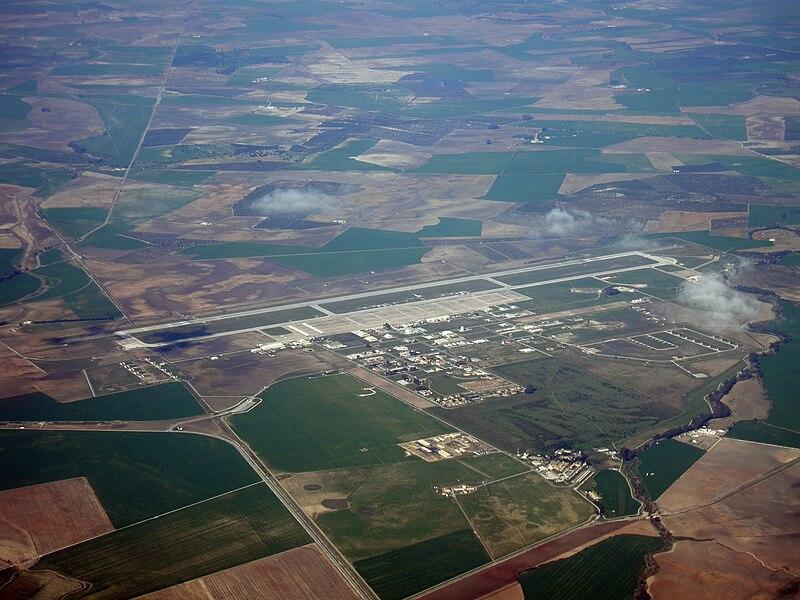 File:Base Aérea de Morón (OZP, LEMO) 20090216 1341 (2) Morón.JPG