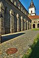 Bazilika sv. Prokopa - boční zeď, Třebíč.jpg