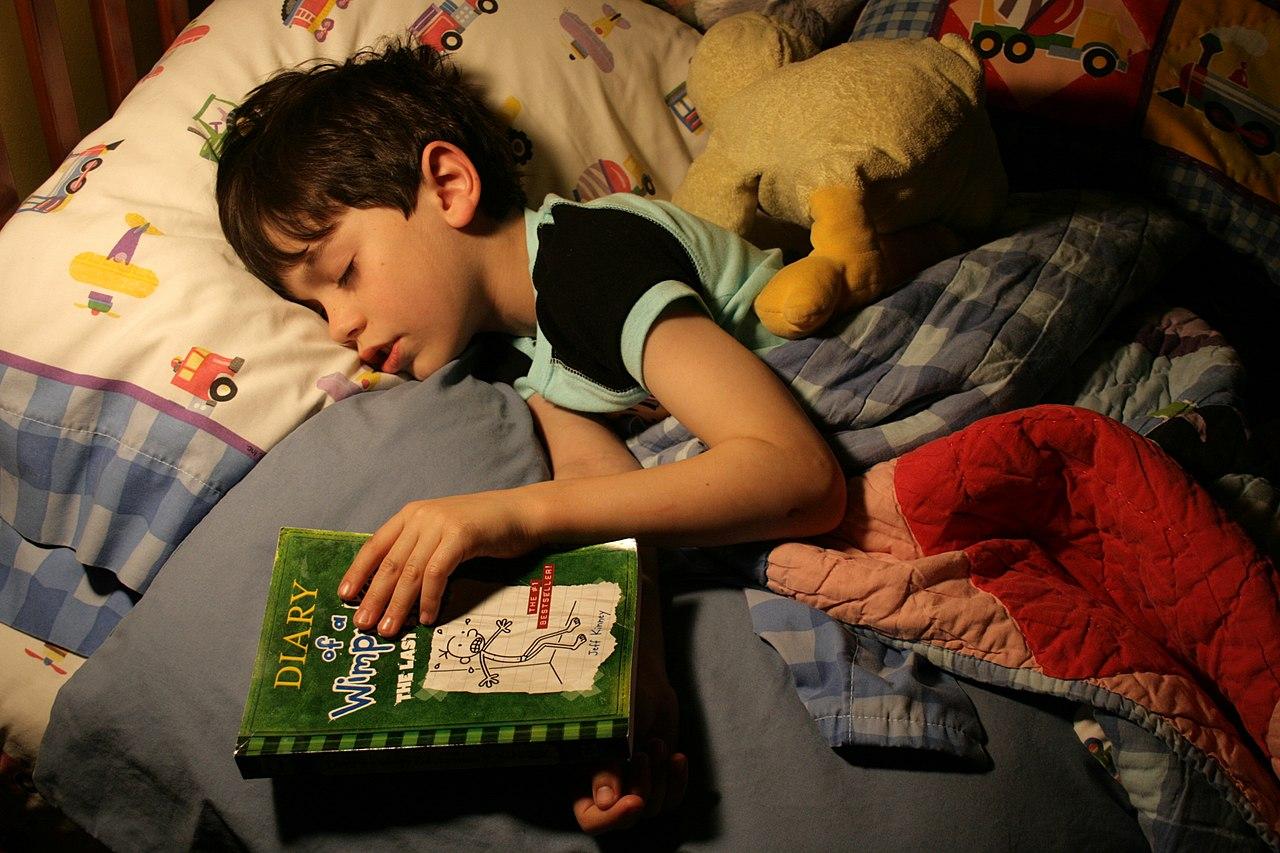 File:Bedtime reading.jpg - Wikimedia Commons