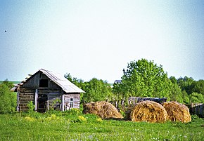 Belarus-Ihawka-Barn and Hay.jpg