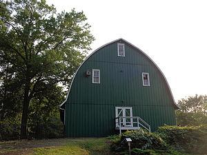 Bellevue State Park (Delaware) - A barn at Bellevue State Park.