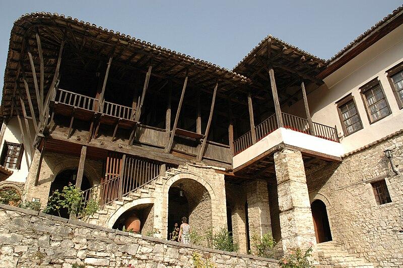 Datei:Berat house.jpg