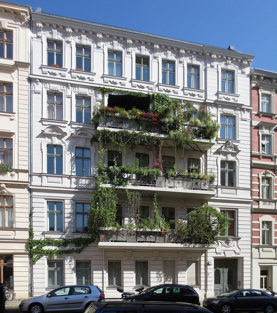 Belles façades fleuries du quartier de Kreuzberg à Berlin.