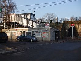 Berrylands station main entrance.JPG