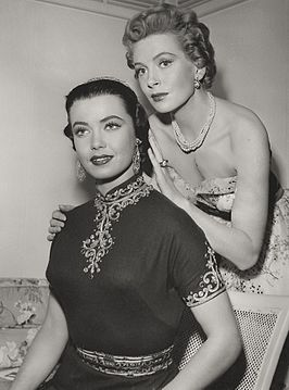 Betta St. John en Deborah Kerr in Dream Wife