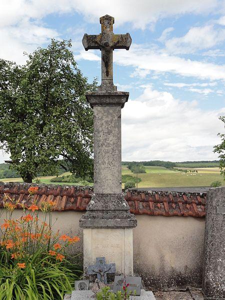 Bezange-la-Grande (M-et-M) croix de cimetière