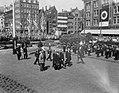 Bezoek Franse president René Coty en diens echtgenote aan Amsterdam, kransleggin, Bestanddeelnr 906-6073.jpg