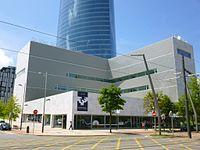 Bilbao - Torre Iberdrola y Paraninfo de la UPV-EHU 2.jpg