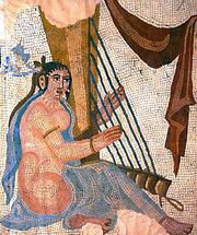 Une mosaïque de l'ère Sassanide déterrée à Bishapur. Certaines mosaïques représentaient des femmes dévêtues. Celle-ci est conservée au Louvre.