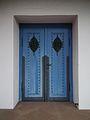Blaues Kirchenportal Gustav-Adolf-Kirche Affolterbach.JPG