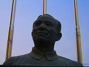 Li Siguang - Statue of Li Siguang in front of the Geological Museum of China