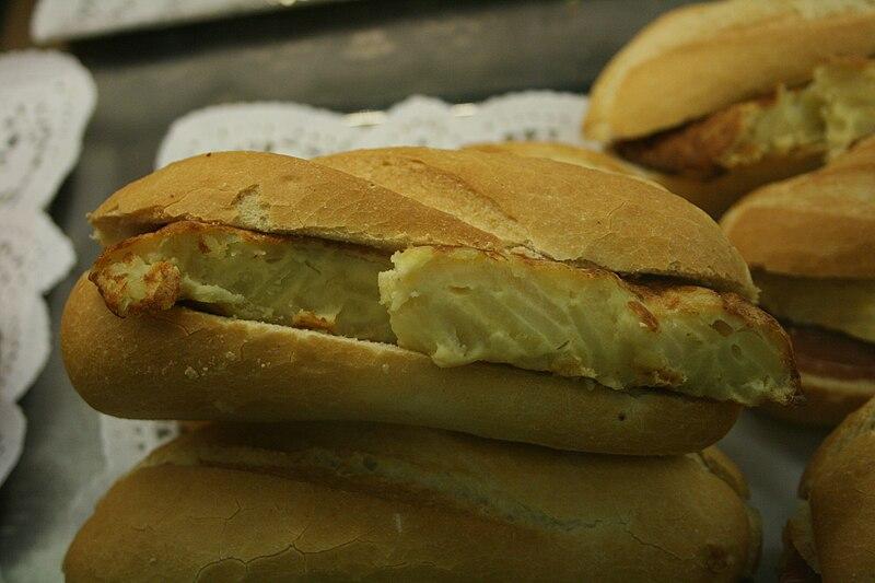 File:Bocadillo de Tortilla de patatas - 34.jpg