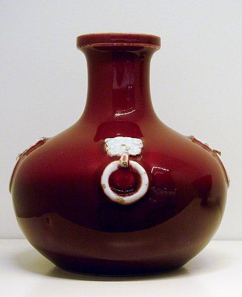File:Bouteille rouge Musée Guimet 2418.jpg