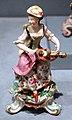 Bow china works, suonatrice di ghironda, 1765-75 ca.jpg