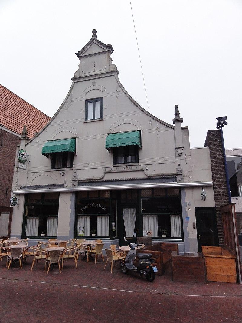 Huis onder zadeldak tussen achtertopgevel en in en uitgezwenkte voorgevel 18e eeuw met 19e - Tussen huis ...
