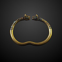 Bracelet ornated with a pair of lion heads