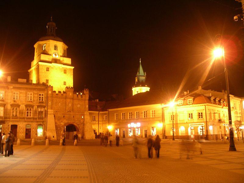 File:Brama Krakowska Lublin Poland (by night).jpg